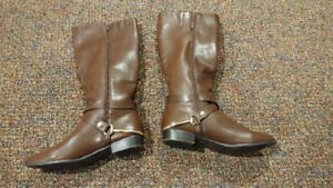 Ladies brown boots never worn Size 10 25.00