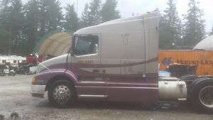 2000 Volvo Parts Truck. Great Body. With Sleeper