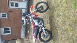 looking to seel my 2003 crf450r looks and runs mint..