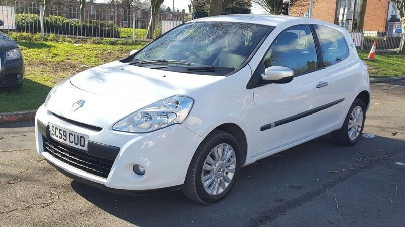 renault clio 1 2 16v 75 wsr white 2010 in bilston west midlands gumtree. Black Bedroom Furniture Sets. Home Design Ideas