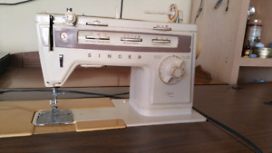 Sewing Machine/Table/Accessories