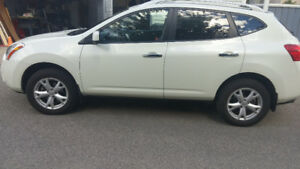 2010 Nissan Rogue, Leather fully Loaded.