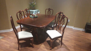 Dinning table with extension! Moving Sale! Or best offer