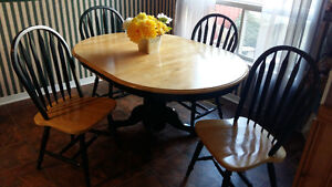 Like new! Kitchen table