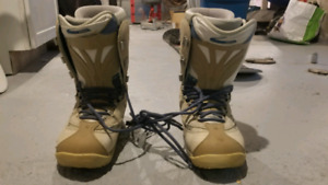 Snowboard 147 cm and boots size 7 womens