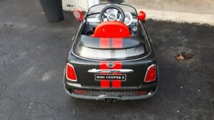 Kids 6V ride on car for sale.