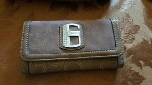 Couch Wristlet / Guess Purse & Wallet Kitchener / Waterloo Kitchener Area image 4