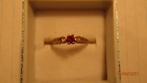 10K solid gold ruby ring/10K or massif bague avec rubis