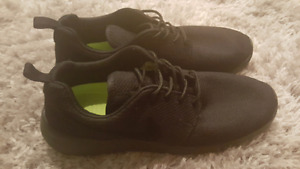Nike Roshe One - Black on Black on Black - new w/o box