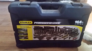 164pc Stanley ratchet set