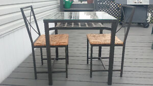 Table + 2 chaises