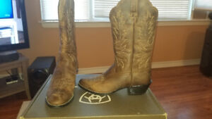 Womens cowboy boots never worn