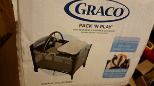 GRACO Deluxe Pack N Play Playard with Bassinet, Change Table and