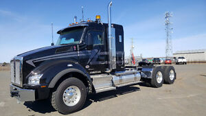 """Kenworth T880 with 40"""" Sleeper PRICED TO MOVE!!!!"""
