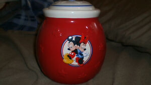 Mickey and Minnie Mouse Cookie Jar Cambridge Kitchener Area image 1
