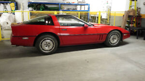 **CLEAN** CORVETTE 1987 V8 5.7 liter  135,000 km