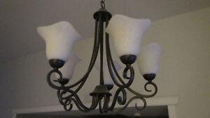 Plafonnier + lampe de lavabot et lampe d'entré