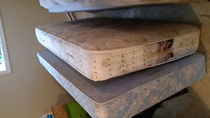 Twin mattress and boxspring