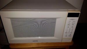 Micro-ondes Samsung/ Microwave oven - 1000 W- 1.6 p.c/ c.f.
