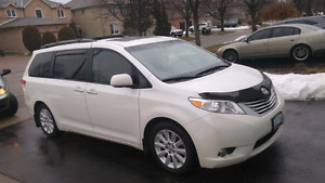 Toyota Sienna LE  limited fully loaded  2012