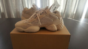 NEW Yeezy 500 size 5 (6.5 for female)