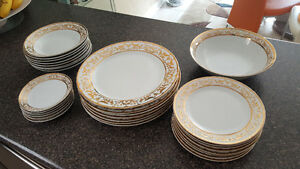 SELLING ::: Beautiful Dining Set - Porcelain (8 PERSONS)