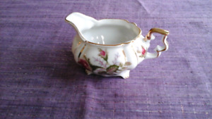 Vintage miniature creamer with rosebuds & gold trim.....Perfect