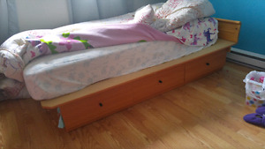 Lit simple sans matelas