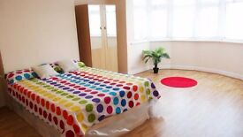 Bright double room in Massive house with garden