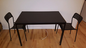 Dining table/air conditioner/drying rack for sale