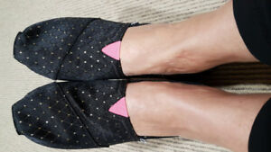 Toms Canvas Shoes Black Pink Gold dots Size 6.5 or 7
