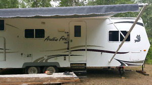 2009 artic fox  bumper pull camper   4 seasons  has solar panel