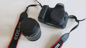 CANON EOS 60D with 18-200 LENS