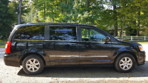 2011 Chrysler Town and Country NAV/3DVDs