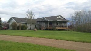 Acreage close to Calgary available for rent!