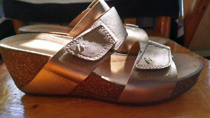 Clarks wedge sandals size 9 m