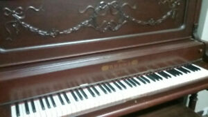 Old Upright Piano - Vieux Piano Droit