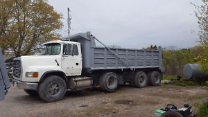 1995 Ford L9000 Triaxle dump REBUILT ENGINE Low original  kms