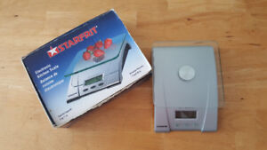 **Moving sell** Starfrit 5-kg. Digital Kitchen Scale