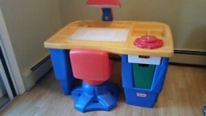 Little Tikes Art/Sketching Table