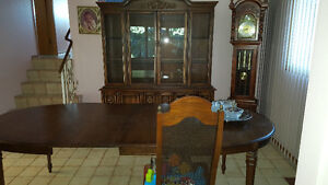 China cabint dining room table with 6 chairs