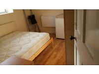 NICE DOUBLE ROOM IN WHITE CITY