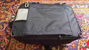 Thinktank Urban Disguise 50 Laptop and Camera Bag Kitchener / Waterloo Kitchener Area image 3