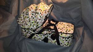 Mountain buggy bassinet carrycot .