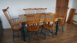 Beautiful Solid Pine Dining Room Set 75% off