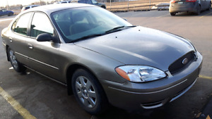 2005 Ford Taurus   VERY LOW MILEAGE