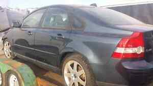 WE ARE PARTING OUT A 2005 VOLVO S40 Windsor Region Ontario image 2