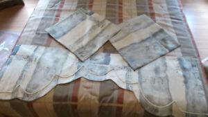 Valence  50 pouces + 2 housses de coussins