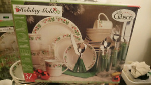 Only $85 for 2 GIBSON Christmas  DINNER SETs