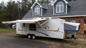 2005 Jayco 25E Ultra Lite with Slide out - Minivan Towable!
